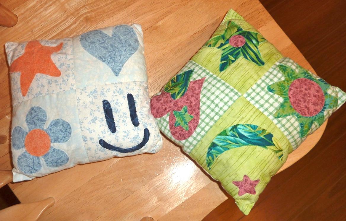 petits coussins en patchwork the 2 sisters 39 blog. Black Bedroom Furniture Sets. Home Design Ideas